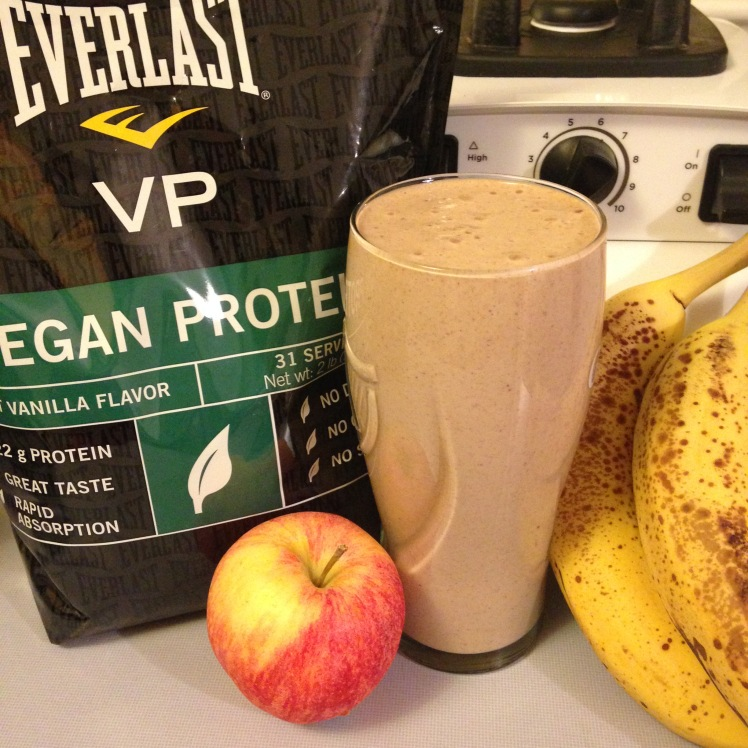 Apple Banana Oatmeal Protein #KnockoutSmoothie | Healthy, Fit & Barefoot!